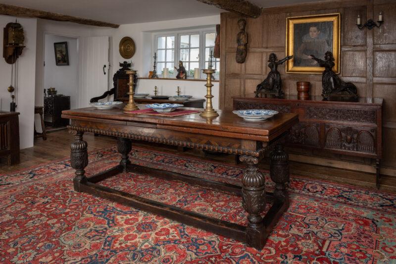 Elizabeth I oak draw leaf table